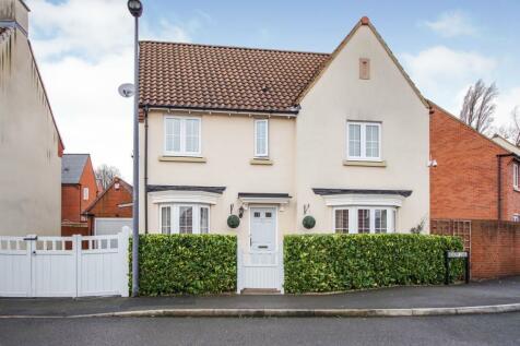 Hickory Lane, Almondsbury, Bristol, Gloucestershire, BS32. 4 bedroom detached house
