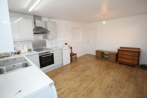 New Road, Chippenham. 2 bedroom apartment