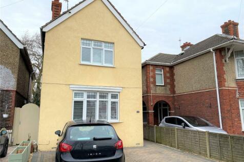 Grove Avenue, Gosport, Hampshire, PO12. 3 bedroom detached house for sale