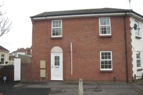 St. Anns Crescent, Gosport, Hampshire, PO12. 3 bedroom end of terrace house
