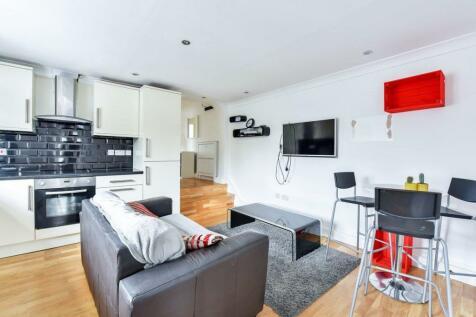 Woolwich Road, London SE7. 3 bedroom flat