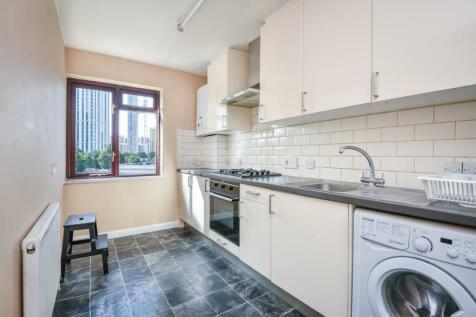 Lewisham Road, London SE13. 2 bedroom flat