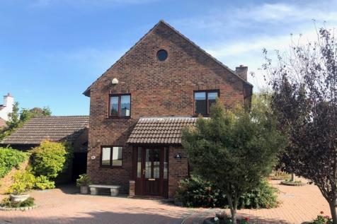 Queens Drive, Taunton, Somerset, TA1. 4 bedroom detached house