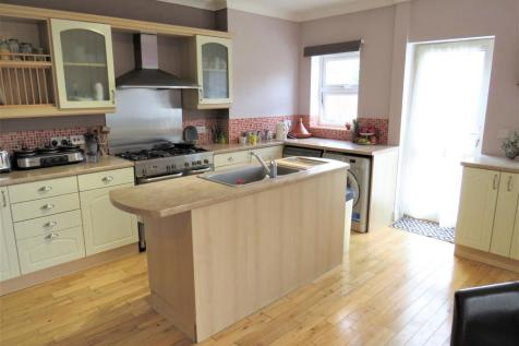 Newark Avenue, Peterborough. 5 bedroom semi-detached house for sale