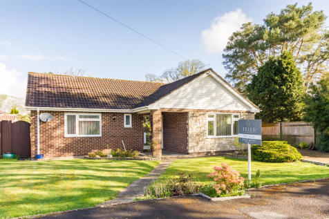 Coppice Close, St Ives, Ringwood. 3 bedroom detached bungalow