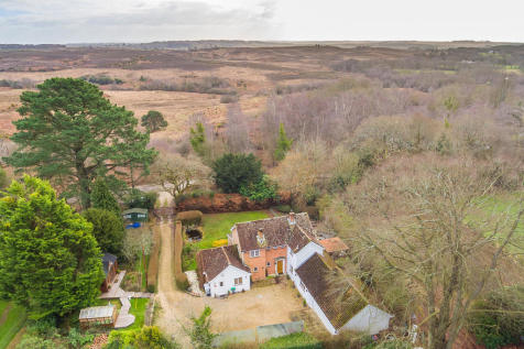 Picket Hill, Ringwood, New Forest. 4 bedroom detached house