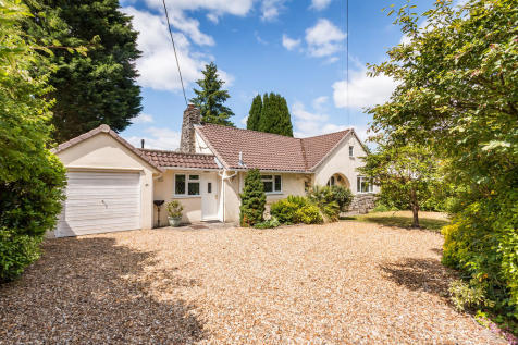 Cedar Avenue, St Leonards, Ringwood. 3 bedroom detached bungalow