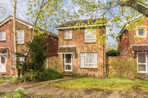 The Mount, Ringwood, Hampshire. 3 bedroom detached house