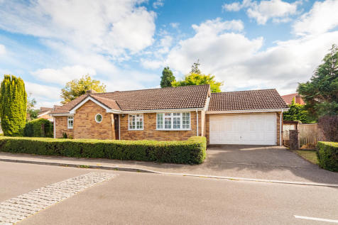 Pelican Mead, Hightown, Ringwood. 3 bedroom detached bungalow