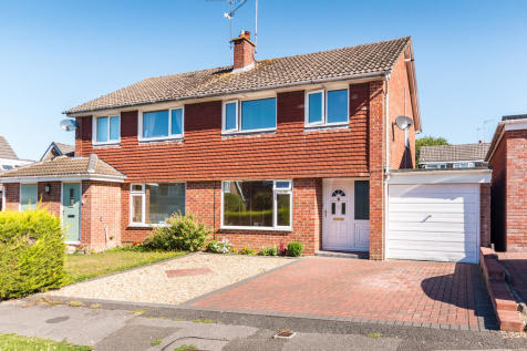 Beatty Close, Ringwood, Hampshire. 3 bedroom semi-detached house for sale