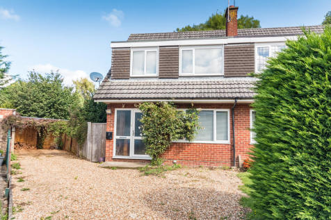 Hawkins Close, Ringwood, Hampshire. 3 bedroom semi-detached house