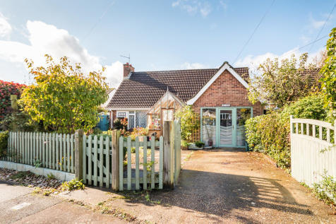 Link Road, Ringwood, Hampshire. 3 bedroom chalet for sale