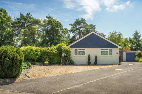 Webbs Close, Ashley Heath, Ringwood. 3 bedroom detached bungalow