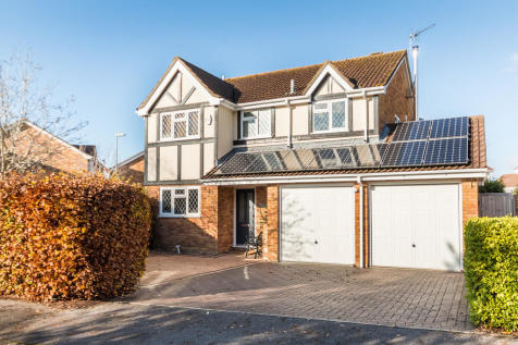 Sanderlings, Hightown, Ringwood. 4 bedroom detached house