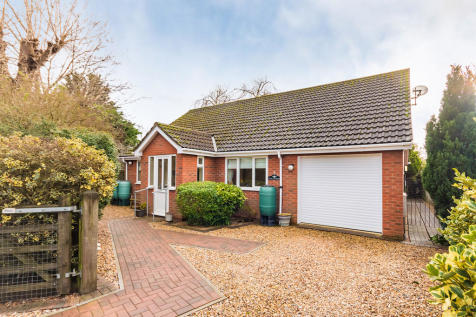 Linbrook Court, Ringwood, Hampshire. 2 bedroom detached bungalow for sale