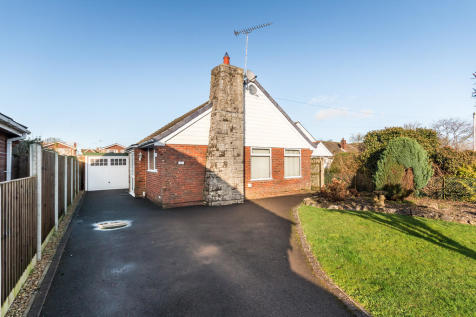 Orchard Close, Ringwood, Hampshire. 3 bedroom detached bungalow