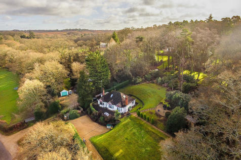Linford, Ringwood, Hampshire. 4 bedroom chalet