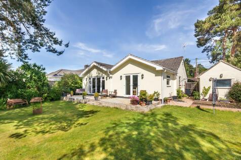 Sandy Lane, St Ives, Ringwood. 3 bedroom detached bungalow