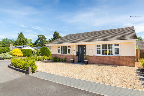Pineholt Close, St Ives, Ringwood. 3 bedroom detached bungalow for sale