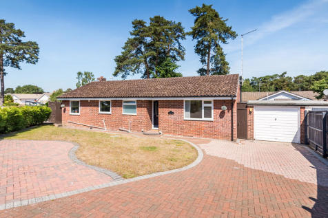 Azalea Close, St Ives, Ringwood. 3 bedroom detached bungalow for sale