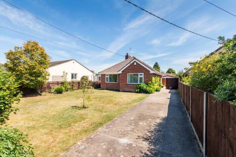 Highfield Avenue, Ringwood, Hampshire. 2 bedroom detached bungalow