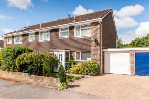Kingsfield, Ringwood, Hampshire. 3 bedroom end of terrace house for sale