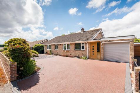 Bracken Close, Ashley Heath, Ringwood. 3 bedroom detached bungalow