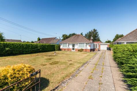 Woodlinken Drive, Verwood, Dorset. 2 bedroom detached bungalow
