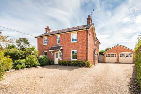 Southampton Road, Ringwood, Hampshire. 4 bedroom detached house