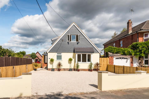Seymour Road, Ringwood, Hampshire. 4 bedroom chalet