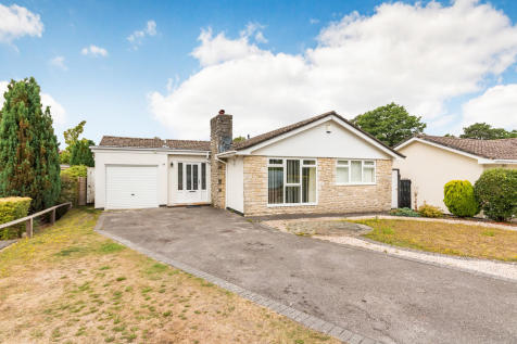 Monkworthy Drive, Ashley Heath, Ringwood. 3 bedroom detached bungalow