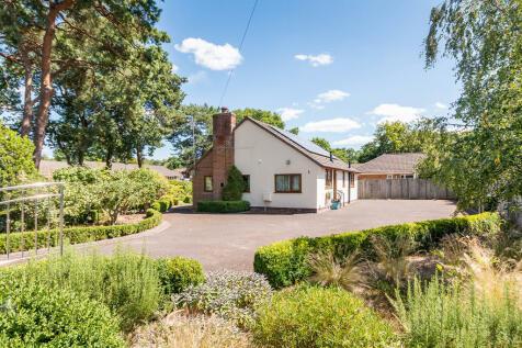 Greenwood Way, St Ives, Ringwood. 2 bedroom detached bungalow
