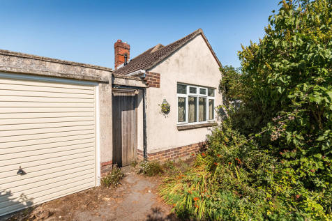Meadow Close, Ringwood, Hampshire. 3 bedroom detached bungalow for sale