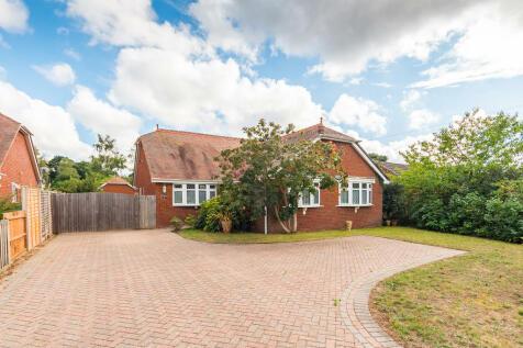 Lions Lane, Ashley Heath, Ringwood. 3 bedroom detached bungalow