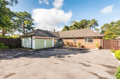 Woolsbridge Road, Ashley Heath, Ringwood. 4 bedroom detached bungalow