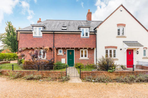 Woodstock Lane, Ringwood, Hampshire. 2 bedroom terraced house for sale