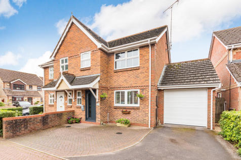Sycamore Court, Ringwood, Hampshire. 3 bedroom semi-detached house