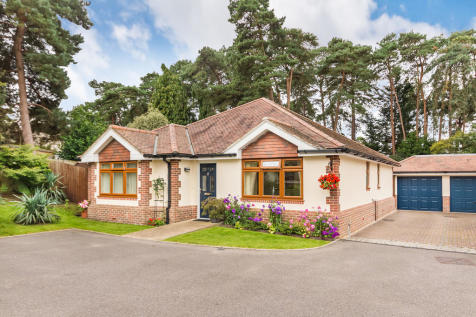 The Elms, St Ives, Ringwood. 3 bedroom detached bungalow