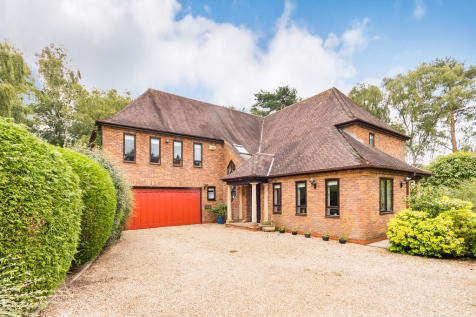 Castlewood, Ringwood, Hampshire. 5 bedroom detached house