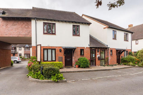 Millstream Court, Ringwood, Hampshire. 2 bedroom ground maisonette for sale