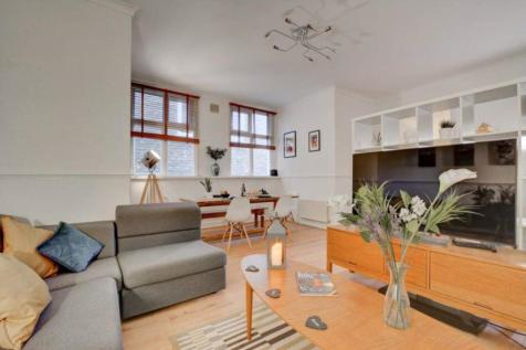 Albion Street, Broadstairs, CT10 1NE. 2 bedroom flat