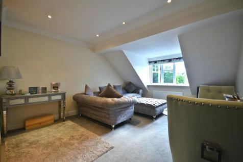 John Place, Warfield, RG42. 2 bedroom apartment