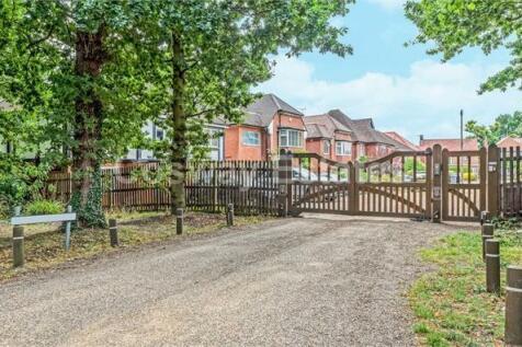Tudor Close, Mill Hill, NW7. 4 bedroom detached house