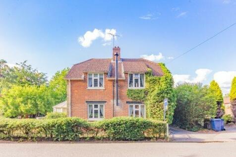 Guildford Road, Farnham, Surrey. 4 bedroom detached house for sale