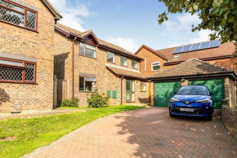 Boswell Gardens, Stevenage, Hertfordshire, England, SG1. 4 bedroom detached house