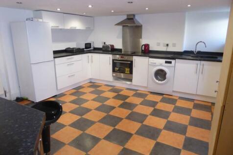 Cross Lane, Huddersfield, West Yorkshire, HD4. 3 bedroom terraced house
