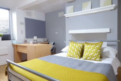 Water Street, Huddersfield, West Yorkshire, HD1. 6 bedroom terraced house