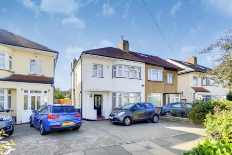 Apple Grove, Enfield. 3 bedroom semi-detached house