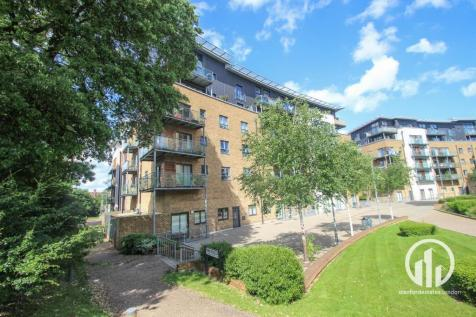 Kingswood Court, Hither Green, London. 1 bedroom flat