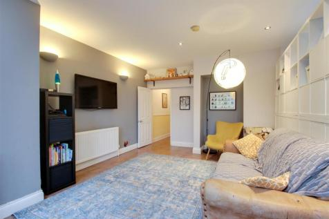 Hither Green Lane, London. 3 bedroom flat for sale